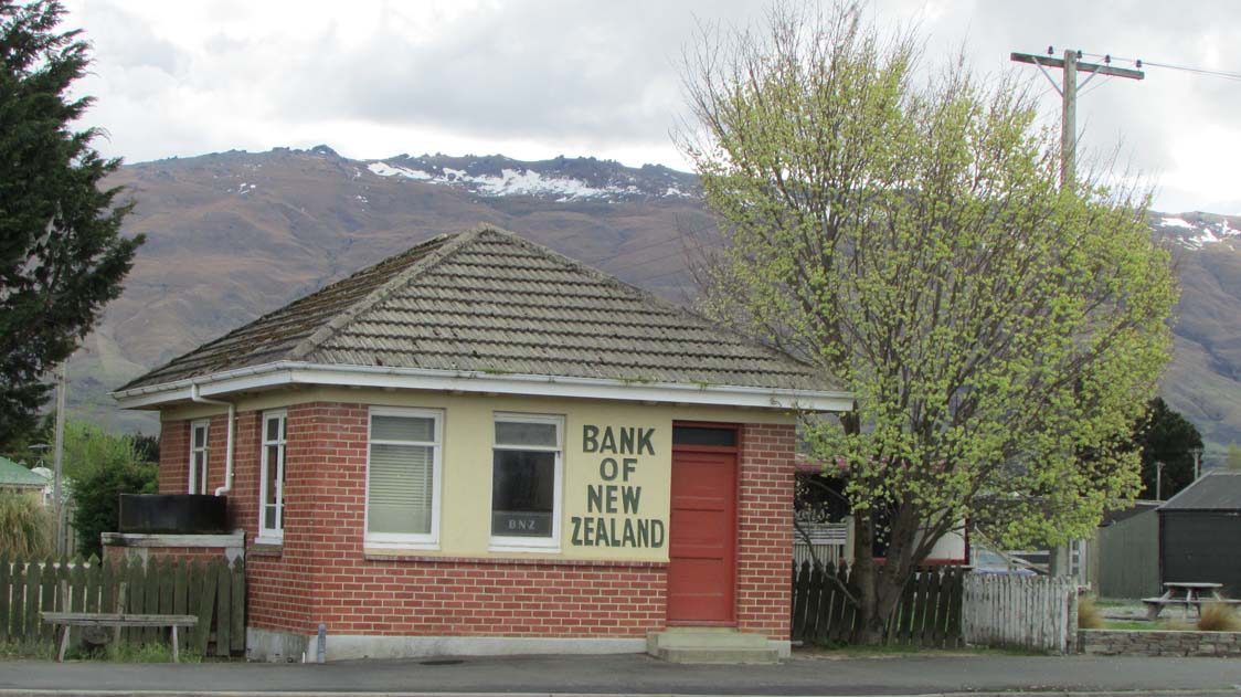 Cutest little bank I've ever seen! Don't know that it's still in business though.