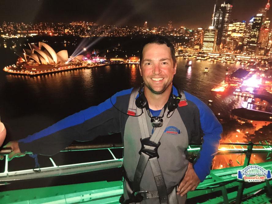 Walk the Sydney bridge