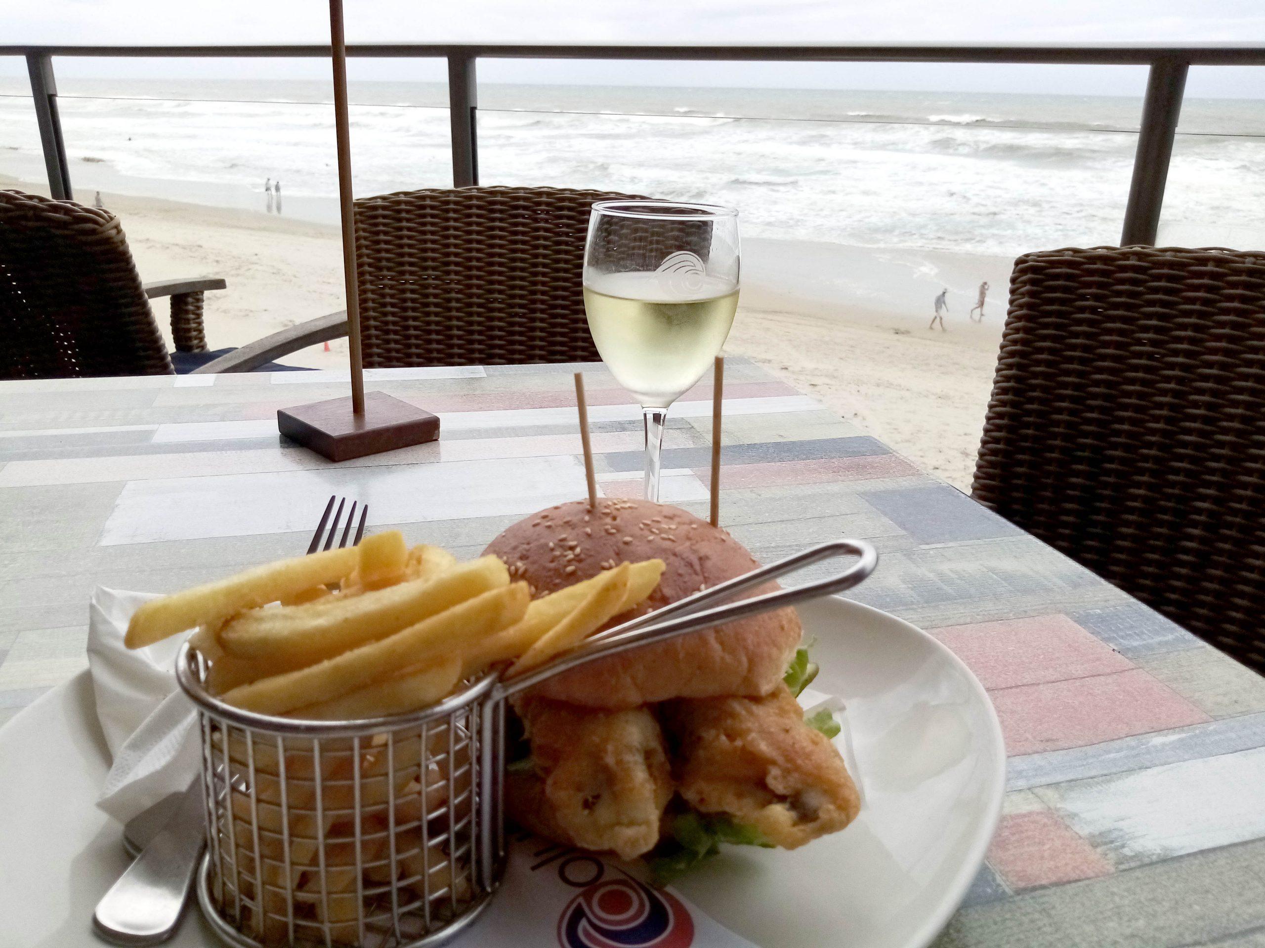 Coolum-Surf-Club-barramundi-burger